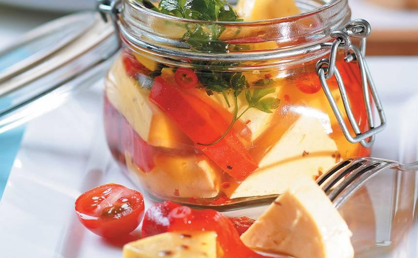 Marinēts ķimeņu siers ar grilētu papriku recepte