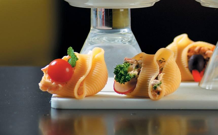 Makaronu uzkoda ar krabi un olu recepte