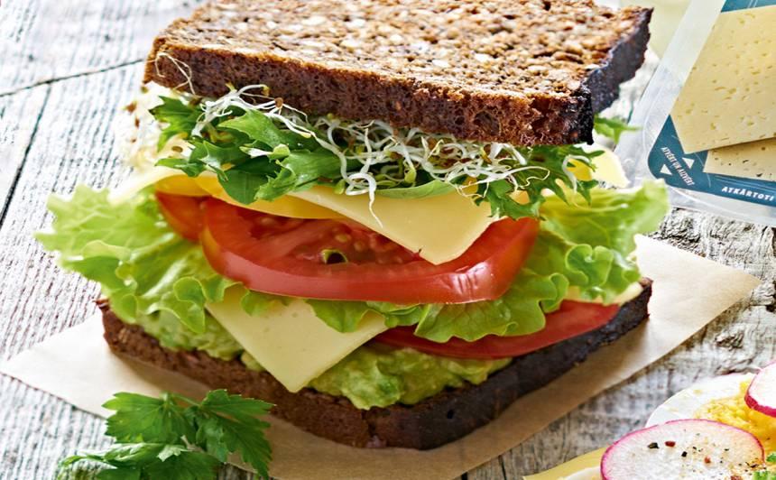Dubultā sviestmaize ar sieru un dārzeņiem recepte
