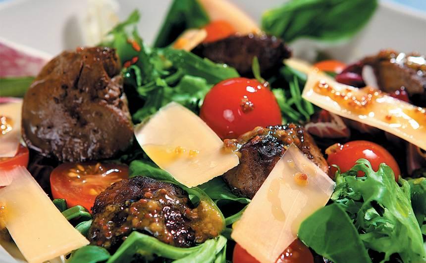Salāti ar vistu akniņām un Parmas sieru