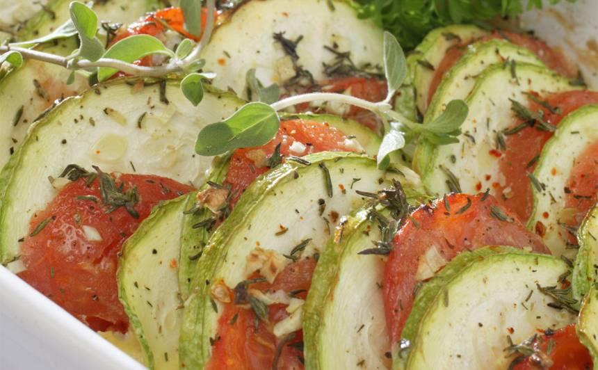 Veģetārais kabaču-tomātu sacepums recepte