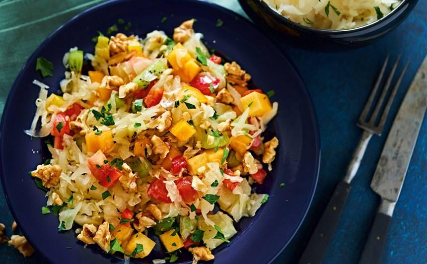 Kāpostu salāti ar augļiem un dārzeņiem recepte