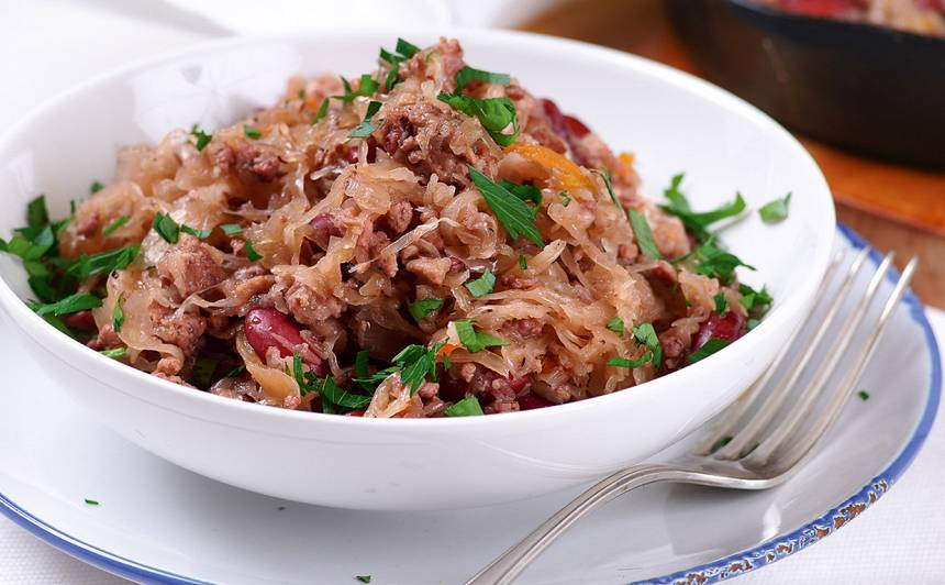 Kāpostu sautējums ar malto gaļu un pupiņām recepte