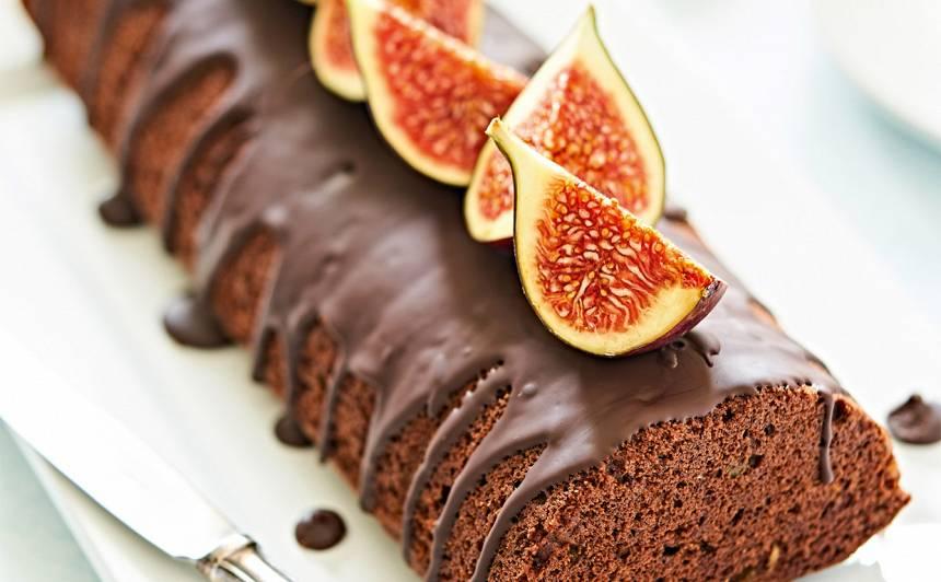 Šokolādes kūka ar riekstiem un vīģēm recepte