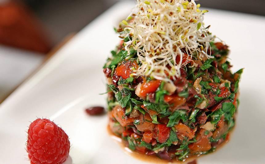 Vasaras salāti ar olīvām recepte
