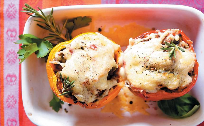 Ar cūkas fileju un sieru pildītas paprikas  recepte