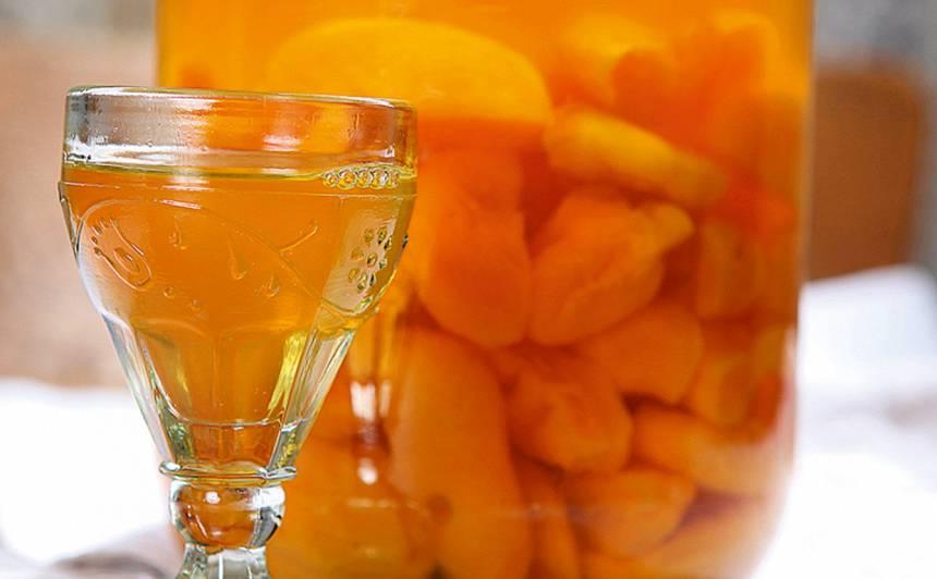 Žāvētu aprikožu liķieris recepte