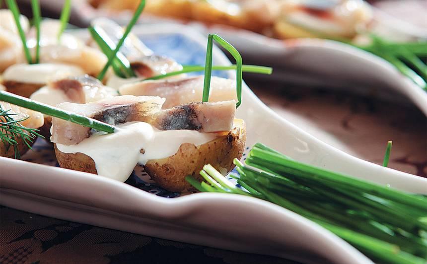 Kartupeļu uzkodas ar siļķi recepte