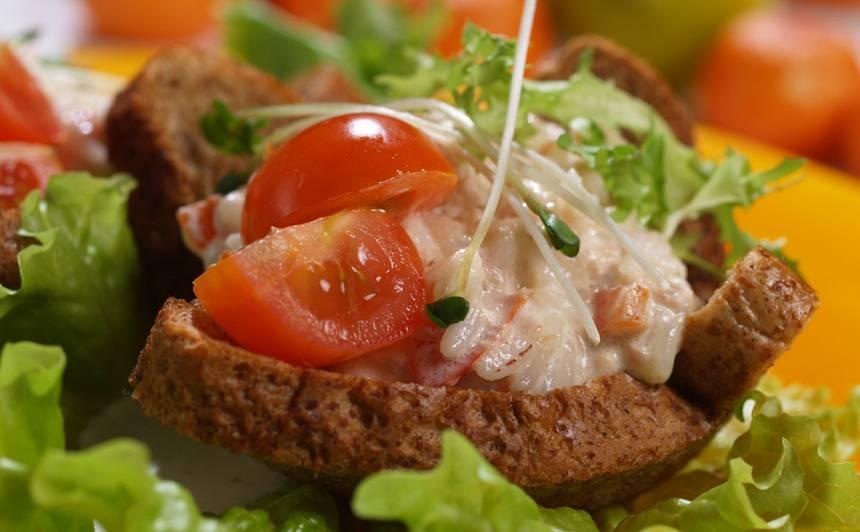 Grauzdiņu trauciņi ar tunča salātiem recepte