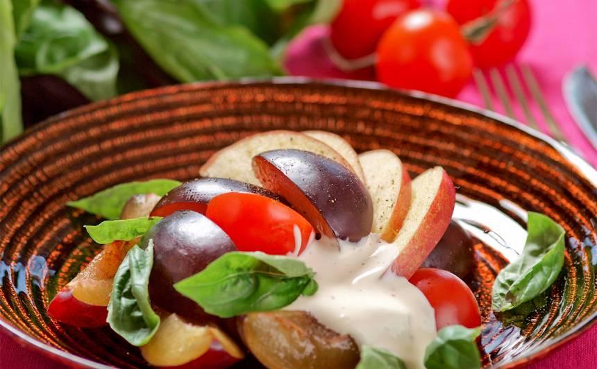 Tomātu un plūmju salāti recepte