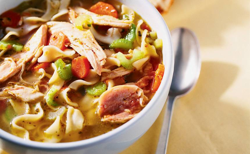 Ātrā vistas un nūdeļu zupa recepte
