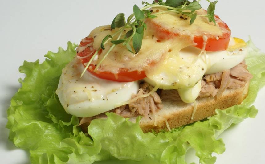 Tunča karstmaizes ar vārītu olu recepte