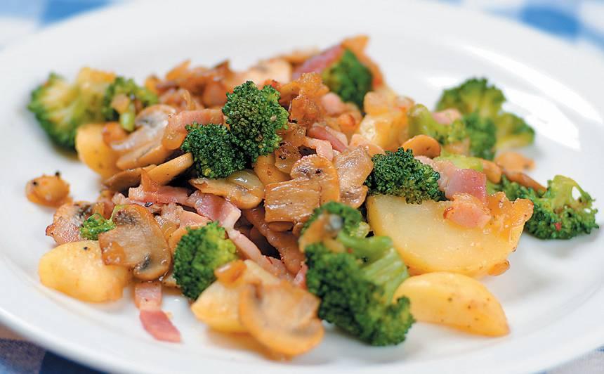 Kartupeļi ar brokoļiem un sēnēm recepte