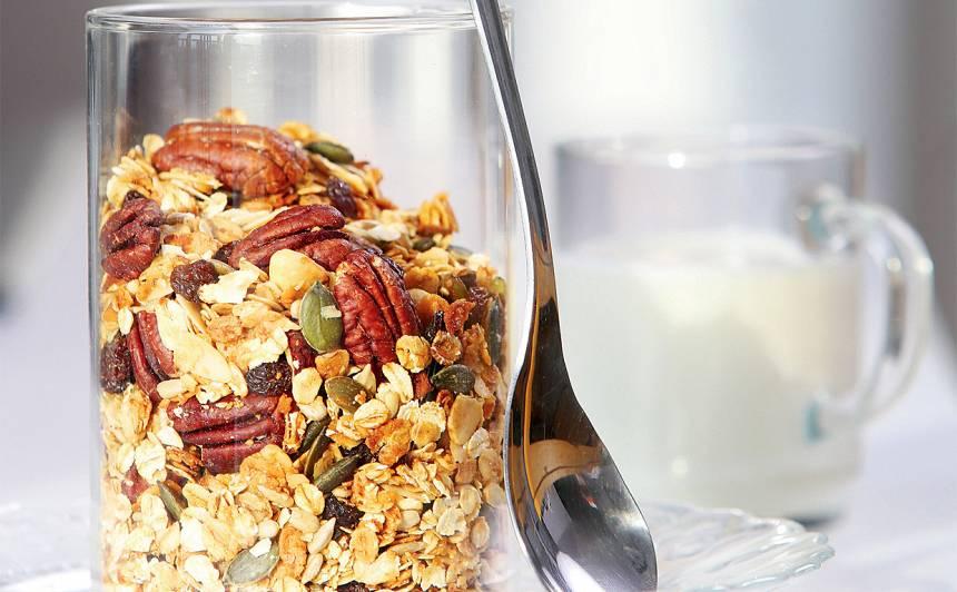 Brokastu granola ar riekstiem recepte