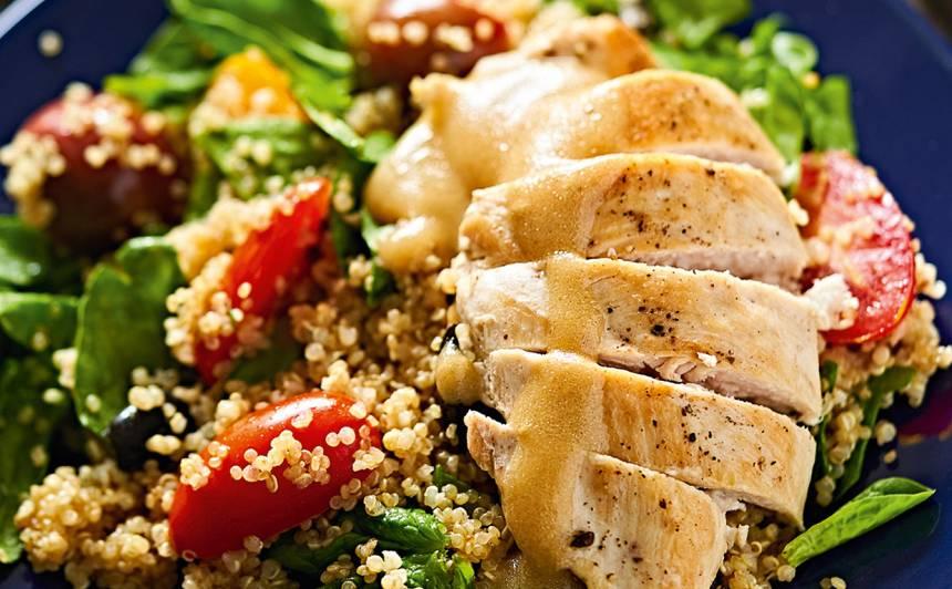 Vistas fileja ar kvinojas salātiem recepte