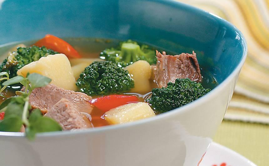 Liellopa gaļas un dārzeņu zupa