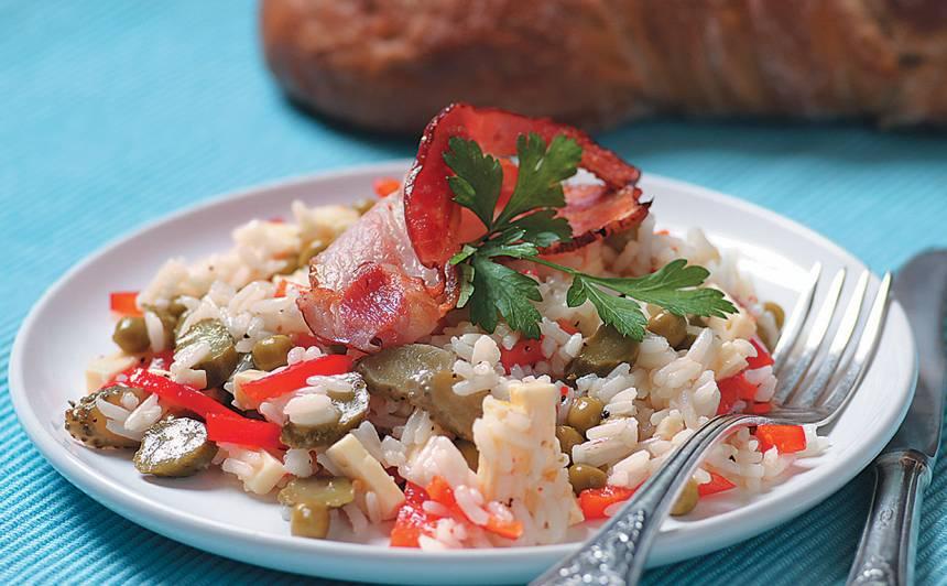 Rīsu salāti ar bekona šķēlīti recepte