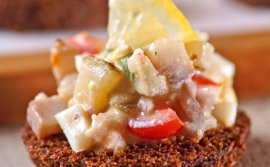 Uzkodas ar siļķu salātiem recepte