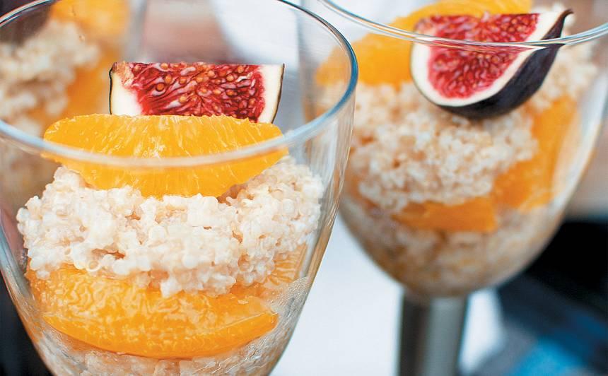 Saldā kvinoja ar apelsīniem sīrupā