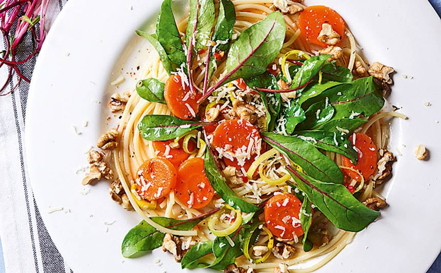 Siltie spageti un mangolda salāti recepte