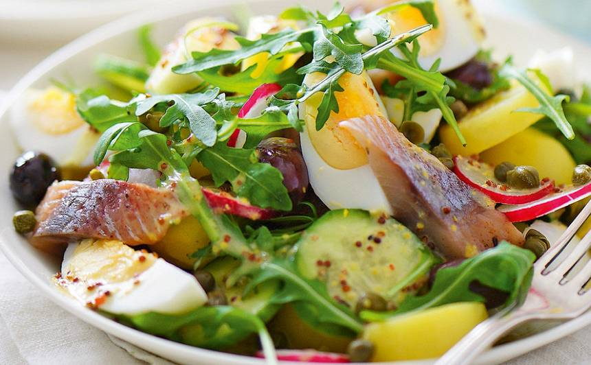 Salāti ar siļķi un kartupeļiem
