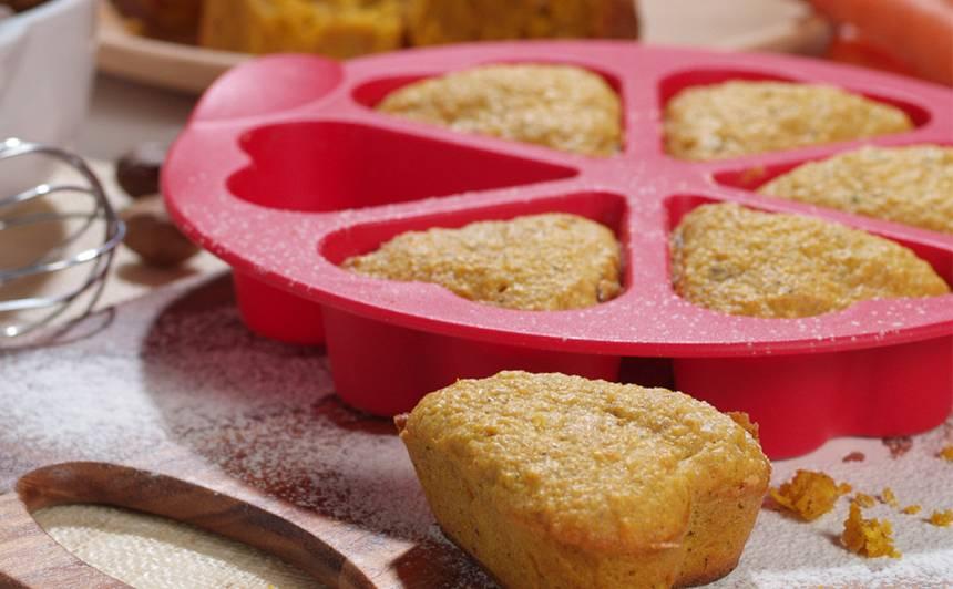Ziemīgais burkānu un piparkūku kēkss recepte