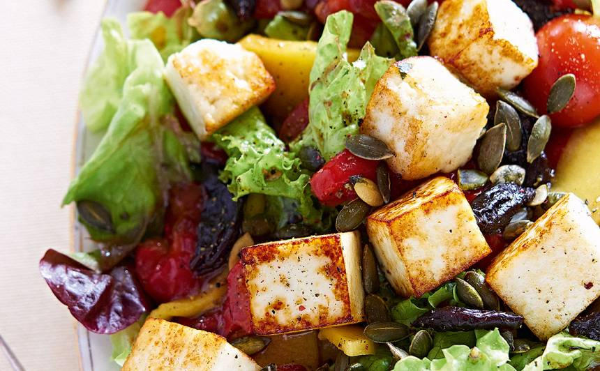 Salāti ar ceptu sieru un mango