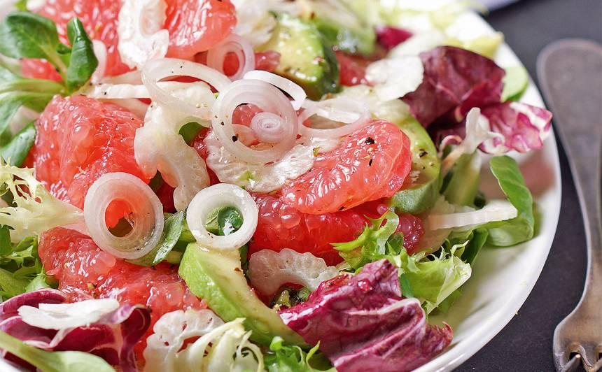 Liesie greipfrūtu un selerijas salāti