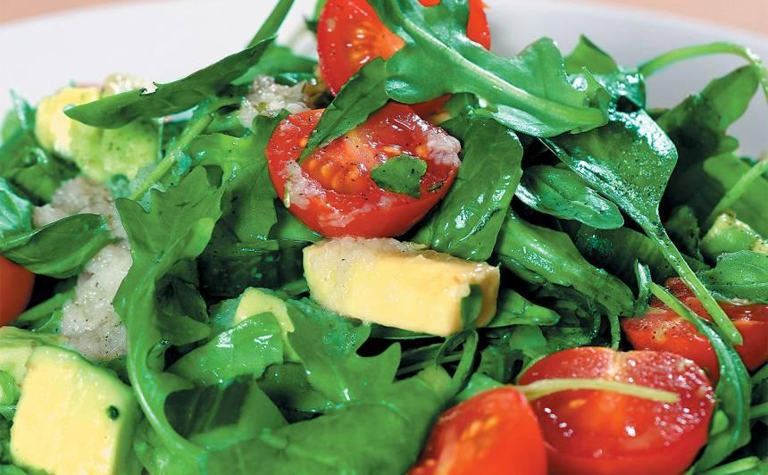 Avokado un rukolas salāti recepte