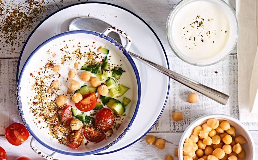 Kefīra zupa ar turku zirņiem
