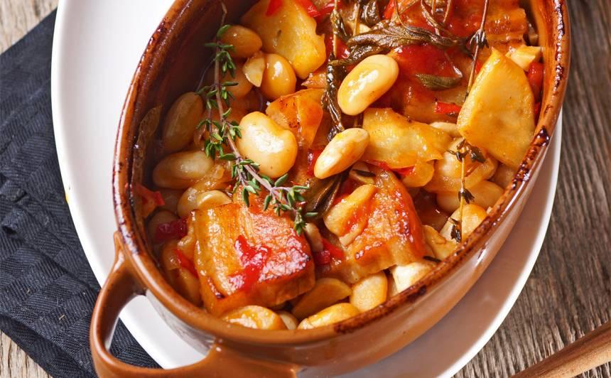 Sātīgais cūkgaļas un pupiņu podiņš recepte