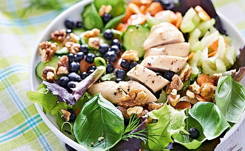 Pavasarīgi salāti ar vistu recepte