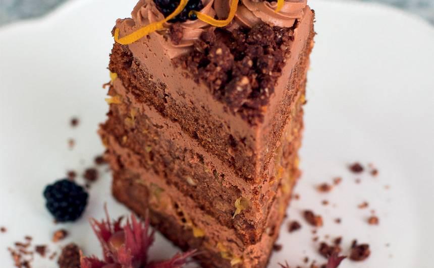 Riekstu un apelsīnu kūka ar šokolādes krēmu