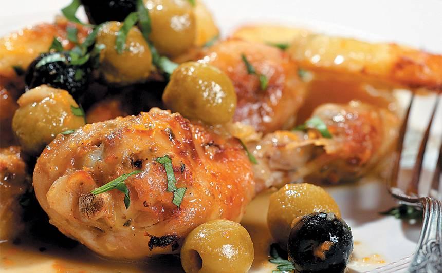 Stilbiņi un kartupeļi ar apelsīnu un olīvu mērci recepte