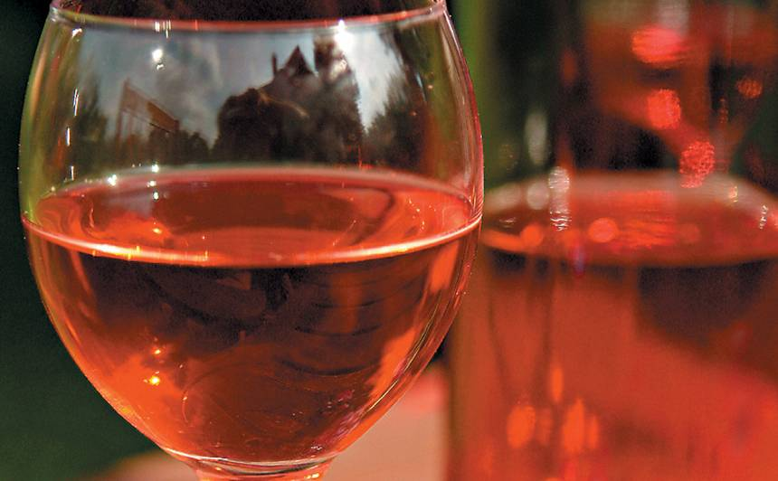 Pussaldais plūmju vīns recepte