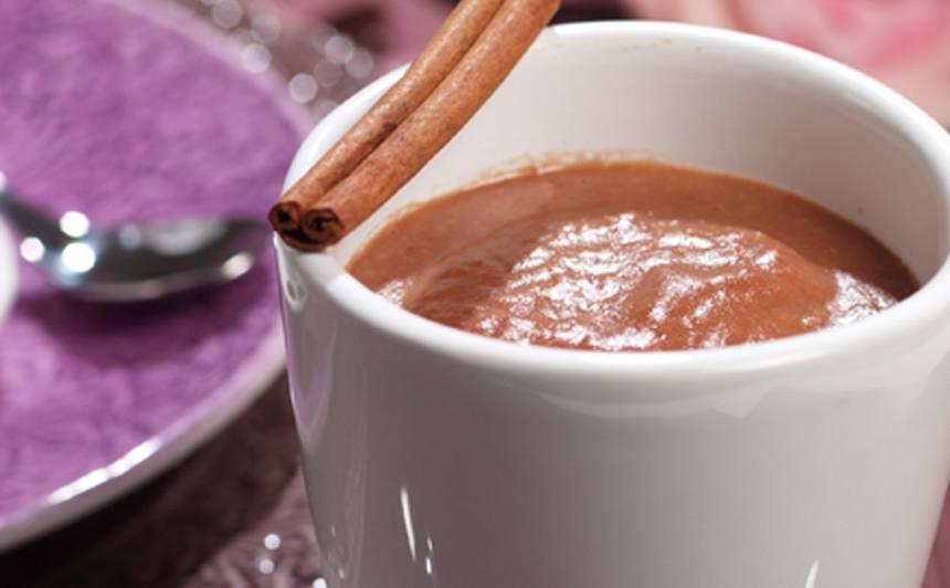 Banānu un karstās šokolādes dzēriens recepte