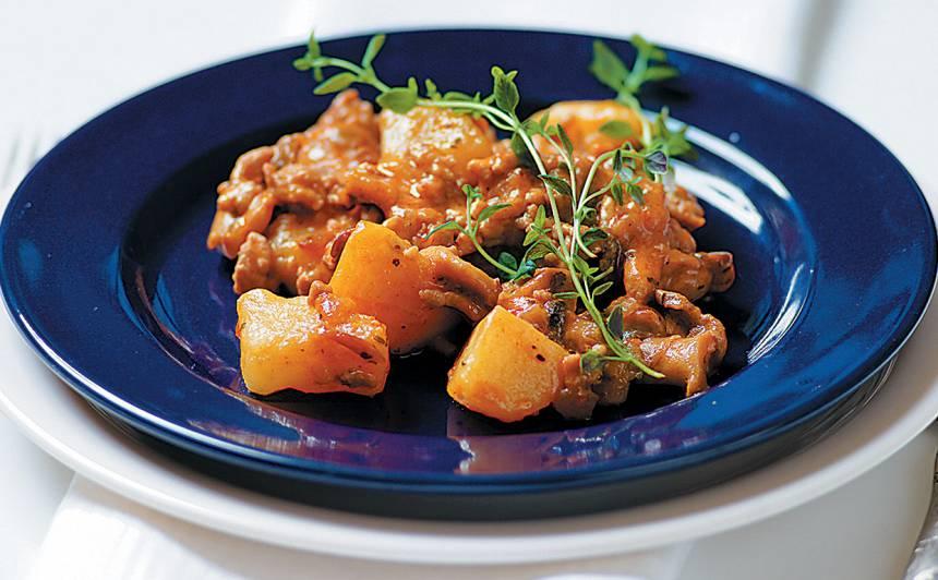 Maltās gaļas sautējums ar kartupeļiem un sēnēm recepte