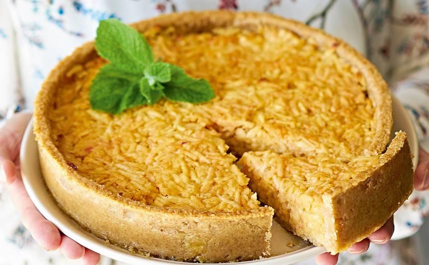 Rīvēto ābolu un citronu kūka