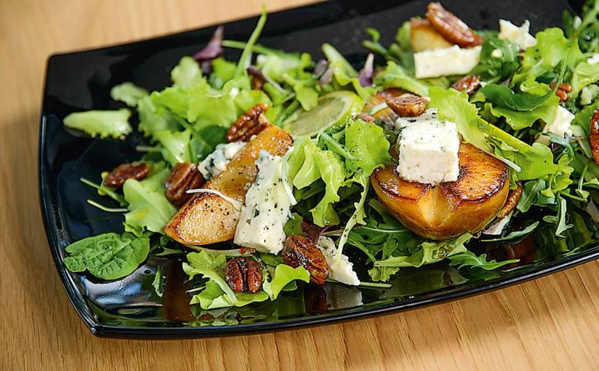 Salāti ar karamelizētiem bumbieriem un sieru recepte