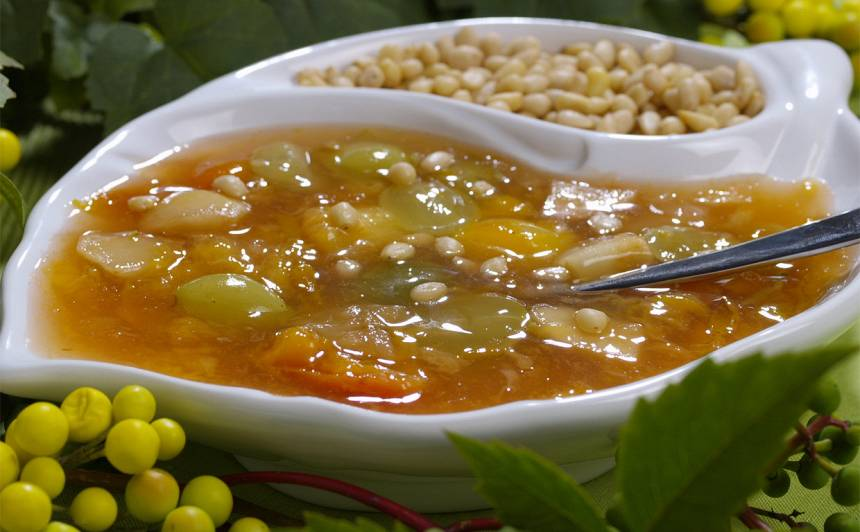Plūmju un vīnogu zupa recepte