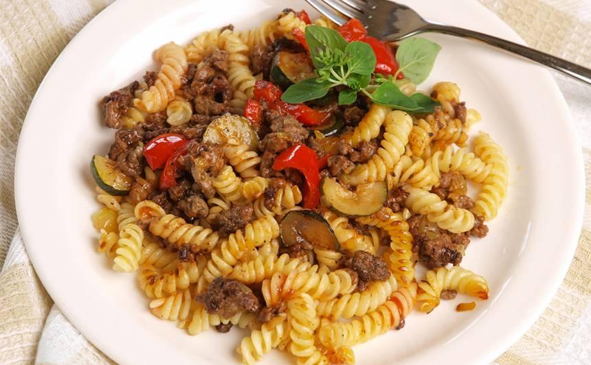 Makaroni ar dārzeņiem un malto gaļu recepte