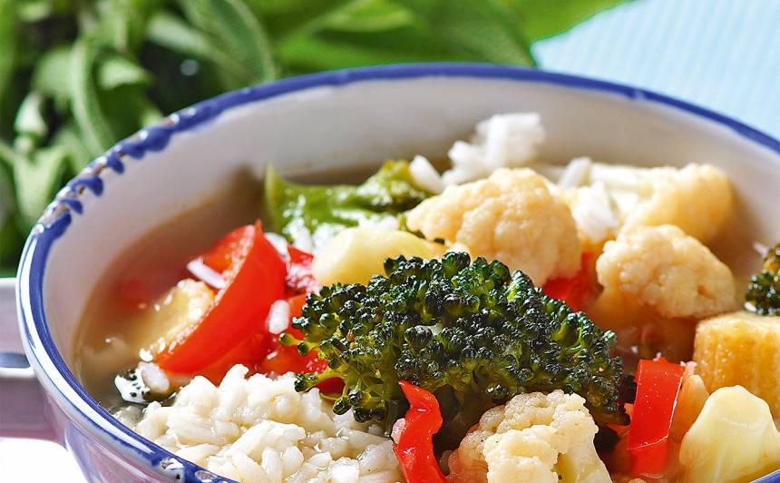 Vasaras dārzeņu zupa ar rīsiem recepte