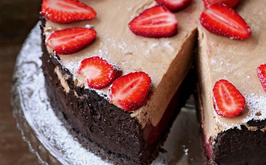 Zemeņu želejas un šokolādes kūka recepte