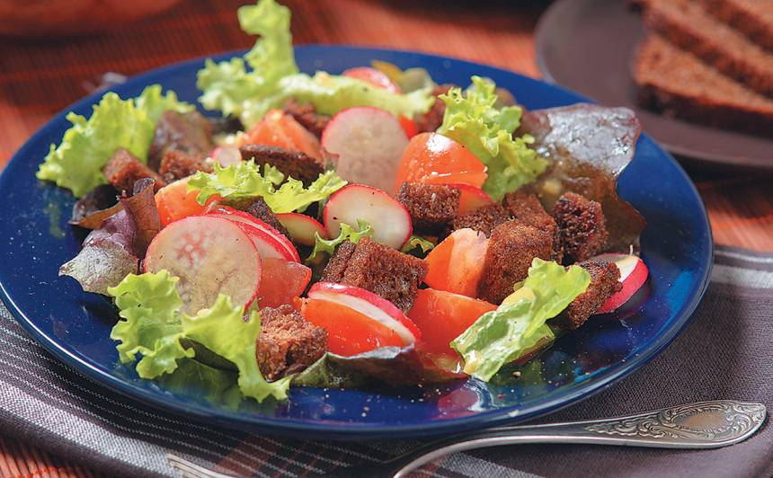 Salāti ar rupjmaizi recepte