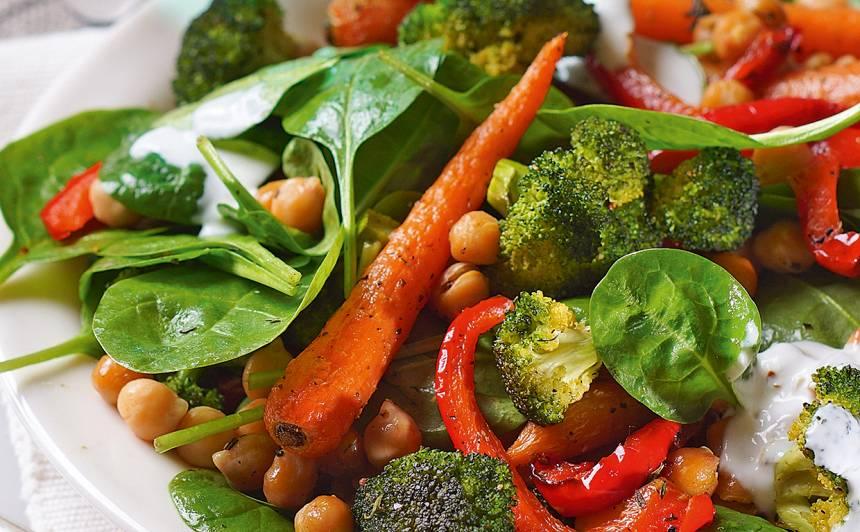 Turku zirņu un grilētu dārzeņu salāti