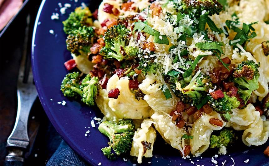 Makaroni ar bekonu un brokoļiem recepte