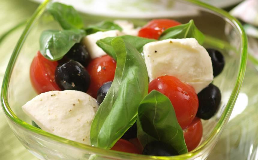 Tomātu un bazilika salāti recepte