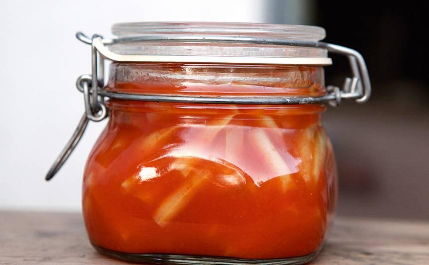 Sviesta pupiņas tomātu mērcē recepte