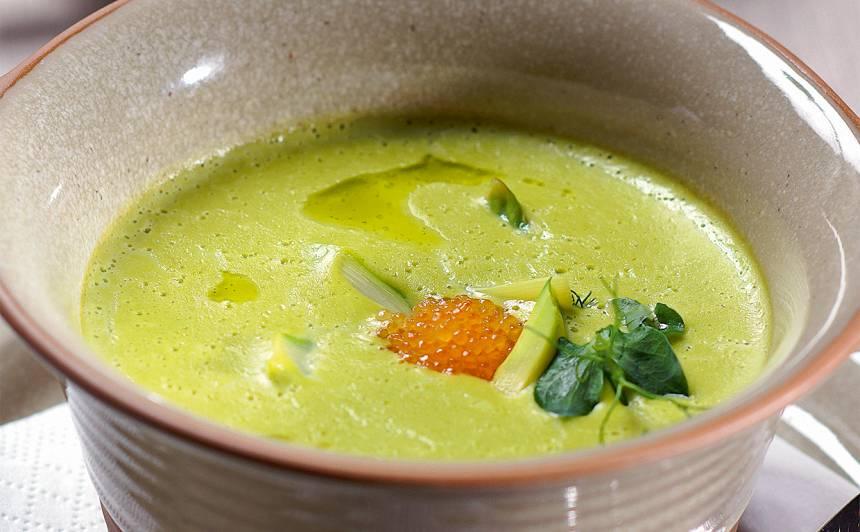 Zaļo zirnīšu krēmzupa ar sparģeļiem recepte