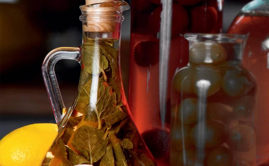 Etiķis ar piparmētrām un citrona miziņu
